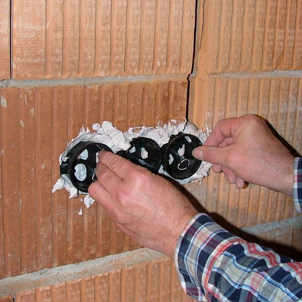 elektrodosen richtig setzen elektrodosen setzen anleitungen planen durchf hren. Black Bedroom Furniture Sets. Home Design Ideas