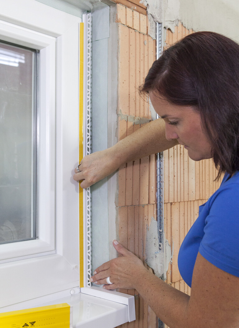 Anputzleisten für Putz innen und außen an Fenstern und Türen anbringen