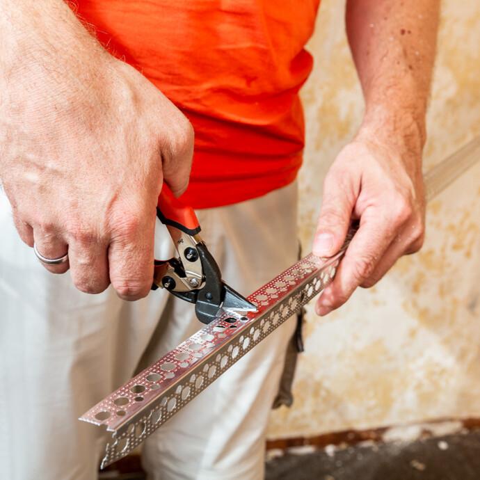 Kantenschutzprofil abmessen und zuschneiden