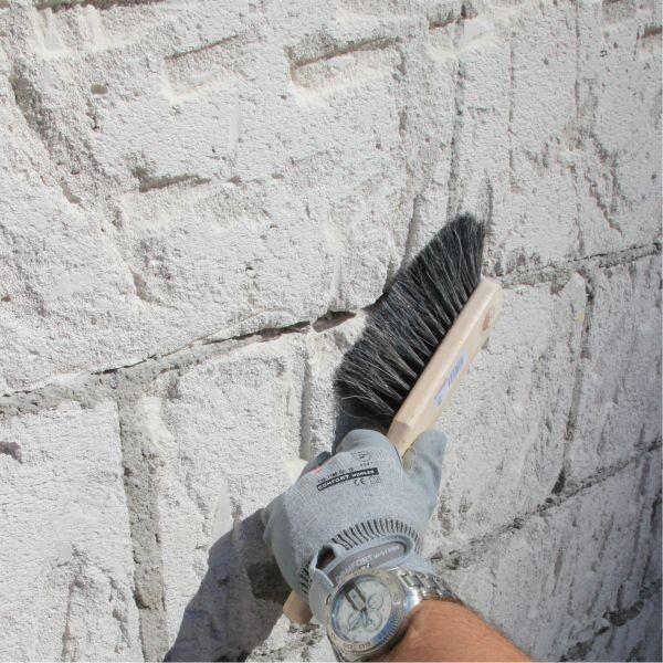 Mauerwerk mechanisch reinigen