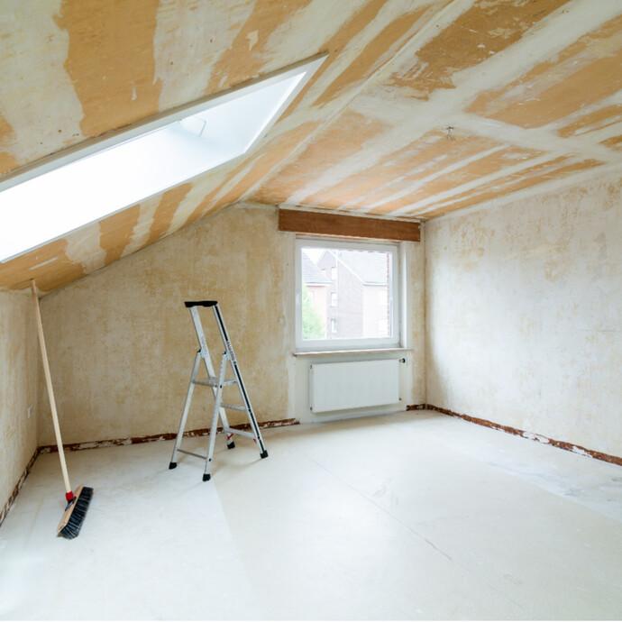 Kantenschutz als Vorbereitung zum Spachteln von Wänden und Decke